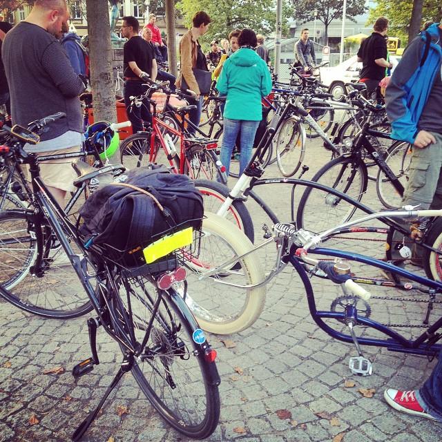 Kurz vorm Start :-) SpätsommerFeelings bei der #Criticalmass in Düsseldorf.