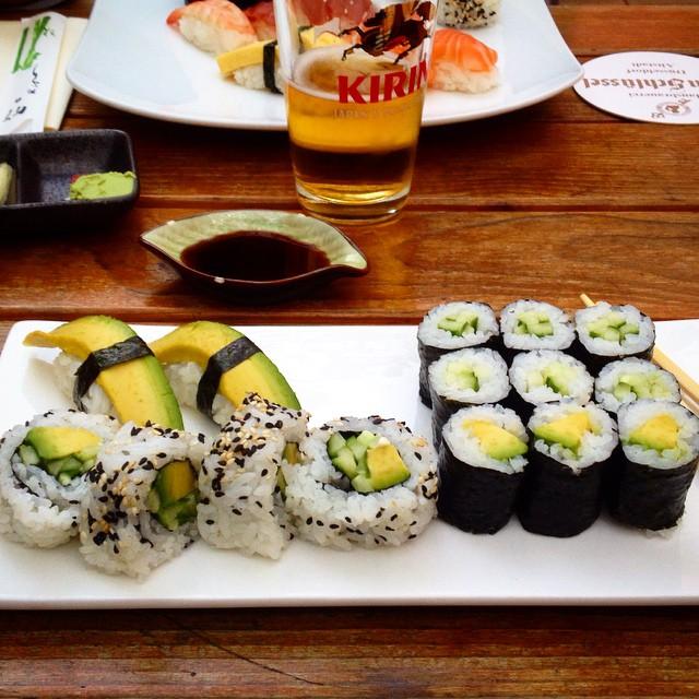 Einfach mal - ganz in Ruhe - nur Sushi-Essen und allenfalls noch ein Algensalat dazu... Reicht völlig :-)