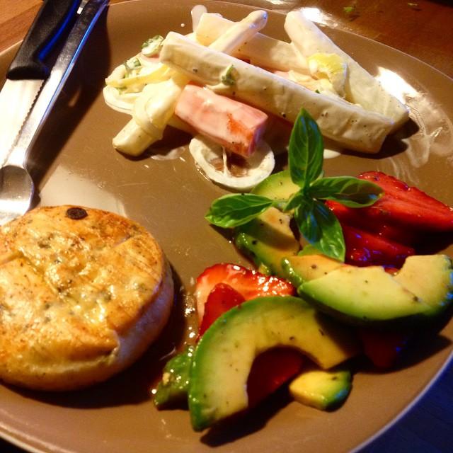 Spargel meets Erdbeere-Avocado-Salat :-)