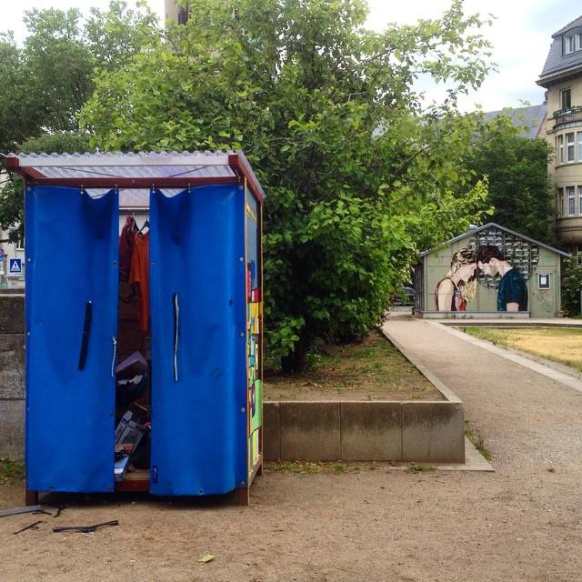 In den letzten Wochen wechseln (nicht ganz freiwillig) einige Giveboxen in Düsseldorf ihren Standort. Neue Standorte sind am Kirchplatz, am Fürstenplatz und bald auch an der HeinrichHeineUni... Hoffentlich läuft es an den neuen Stellen rücksichtsvoller :-)