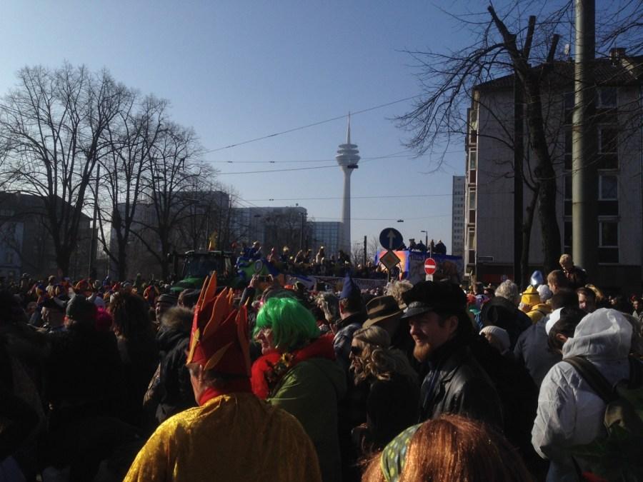 Karneval und Kommerz. Wie sollte es auch anders sein :-/
