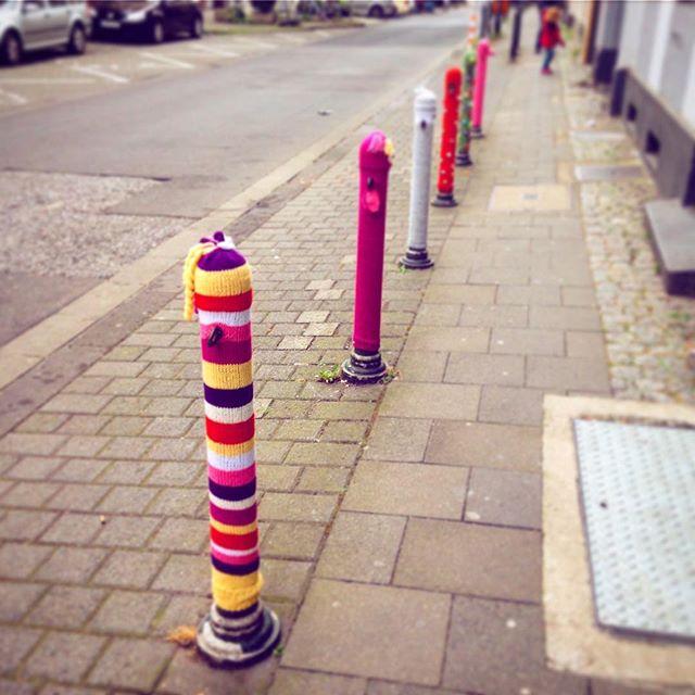 Stimmt, bevor man an Hals und Ohren friert ;-) #streetart