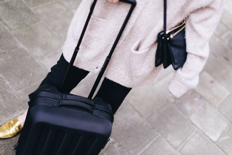 billie-rose-blog-outfit-eastpak-suitcase-9-van-10