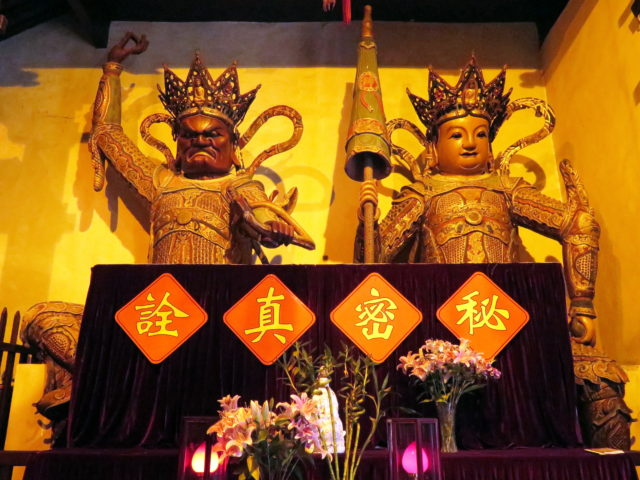 Two of the four Heavenly Kings. Jade Buddha Temple, Shanghai, China, Asia.