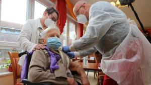 Almanya'da birinci koronavirüs aşısı yapıldı