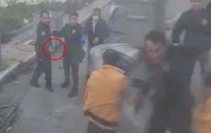 Bekçi, sopayla kendisine saldıran kişiyi vurdu