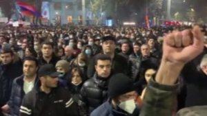 Ermenistan'da Paşinyan protestoları devam ediyor