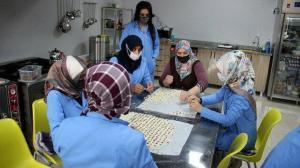Erzurumlu kadınların elinden çıkan lezzetlere talep yağıyor: Devlet desteğiyle kurdukları kooperatifle siparişlere yetişemiyorlar