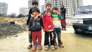 Fikirtepe'de göçmen dramı! 3 çocukla arabada yaşam