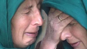 Gözyaşları sel oldu! 'Çaresizce ölmelerini bekliyoruz'