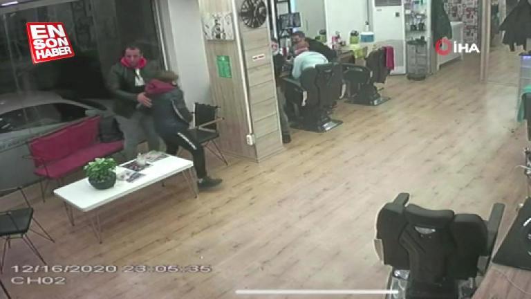 Güngören'de kuaföre silahlı saldırı kamerada