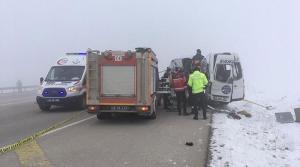 Hakkari'de Yolcu Minibüsü ile TIR Çarpıştı: 4 Kişi Hayatını Kaybetti