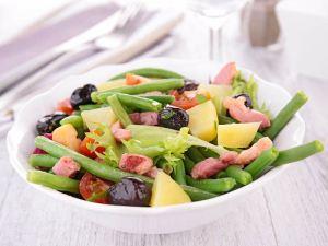 Hardal soslu ton balığı salatası