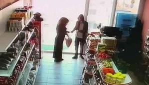 Hırsızlık yaptığı markette satış yaptı