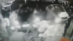 İstanbul'da şoke eden olay! Hastane önünde kalabalığın arasına ciple daldı