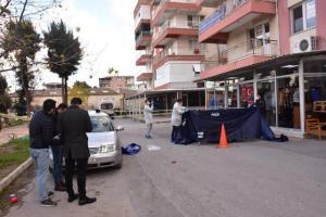 İzmir'de Dehşet: Babasını Sokak Ortasında Sopayla Döverek Öldürdü