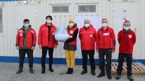 İzmir'deki konteyner kentin ilk bebeği 'Adnan' dünyaya geldi