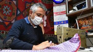 Mesleğinin kentteki tek temsilcisi: Elleriyle hazırladığı yastıkları Avrupa'ya gönderiyor
