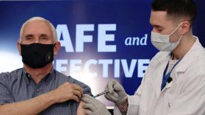 Mike Pence ve eşi canlı yayında koronavirüs aşısı oldu