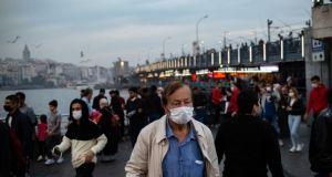 Prof. Şen 'Aşı olmak zorunlu tutulabilir mi?' sorusunu yanıtladı