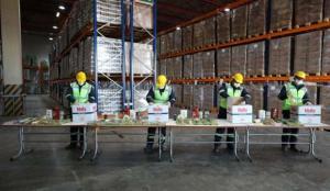 150 bin gıda kolisi hazırlandı, ilk teslimatı Vali Yerlikaya yaptı