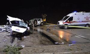 Elazığ'da Hafif Ticari Araçla Otomobil Kafa Kafaya Çarpıştı: 4 Ölü, 4 Yaralı