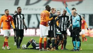 Galatasaray 10 kişi kaldı! Terim'den yoğun itiraz…
