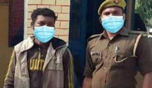 Hint polisi, gözaltı fotoğrafına fotoşopla maske ekleyince alay konusu oldu!
