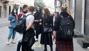 İstiklal Caddesi'nde sigara için turistlere ceza kesildi