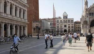 İtalya'da son 24 saatte 299 can kaybı