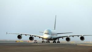 Katarlı Bakan Mısır'a giderken Suudi Arabistan hava alanını kullandı