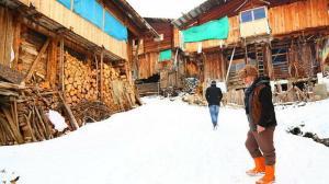 Masal gibi: Kışın 6 ay sürdüğü bu köy kültürü ve doğasıyla hayranlık uyandırıyor