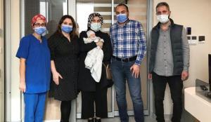 Organları ters doğan bebek 1 günlükken olduğu ameliyatla hayata tutundu