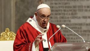Papa'nın kişisel doktoru 'koronavirüse bağlı sebeplerden' dolayı hayatını kaybetti