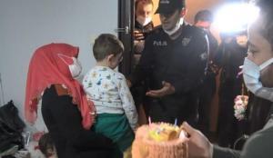 Polisten 5 yaşındaki çocuğa doğum günü sürprizi