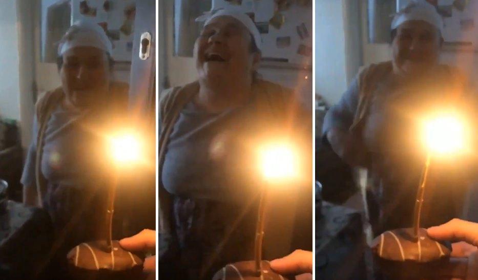 Şeker Hastası Annesinin Doğum Gününü Minik Bir Kek ile Kutlayan Genç ve Efsane Mutlu Olan Annesi