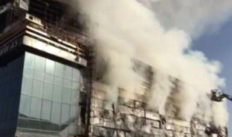 Başkent'te çıkan yangında gıda deposu küle döndü