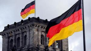Berlin'de koronavirüs önlemleri protesto edildi