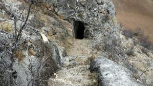 Birçok uygarlığa ev sahipliği yaptı ama definecilerden kurtulamıyor: Çördük Kalesi günden günde tahrip ediliyor