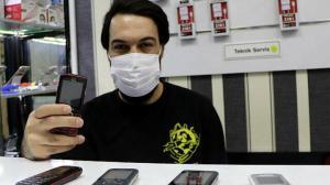Çöpe atılan tuşlu telefonlar değere bindi: Şimdi yok satıyor