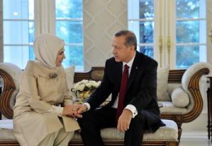 El Ele Çekilmiş Fotoğraflarını Paylaştı: Emine Erdoğan'dan 'İyi ki Doğdun' Mesajı