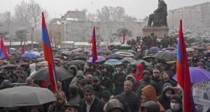 Erivan'ın merkezinde binlerce kişinin katıldığı miting düzenlendi