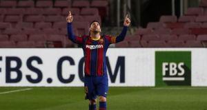 Fransız futbol dergisi kapağına PSG formalı Messi'yi taşıdı
