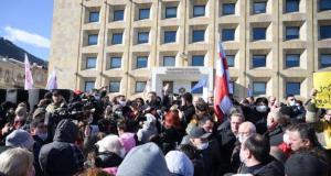Gürcistan'da muhalif protestocular, parlamento binasının yanında çadırlar kurdu