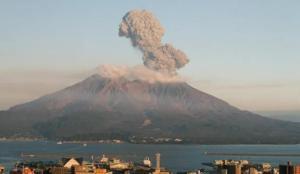 Japonya'daki Sakurajima Yanardağı faaliyete geçti