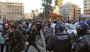 Kıbrıs Rum kesiminde yolsuzluklar ve Kovid-19 kısıtlamaları protesto edildi