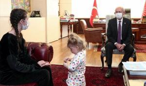 Kılıçdaroğlu, anne Rukiye Ay ve çocuğu ile görüştü