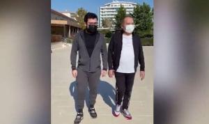 Koronavirüsü yenen Başkan Böcek, oğluyla yürüyüşe çıktı