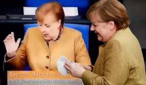 Kürsüden indi, masasında göremeyince paniğe kapıldı! Merkel'in zor anları