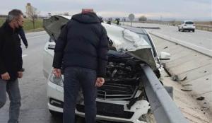 Otomobil bariyere saplandı, profesör hayatını kaybetti
